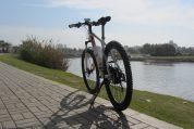 אופניים חשמליים בדרך