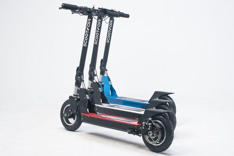 הגלגלים של קורקינט חשמלי scootair-wideboard בשלושה צבעים