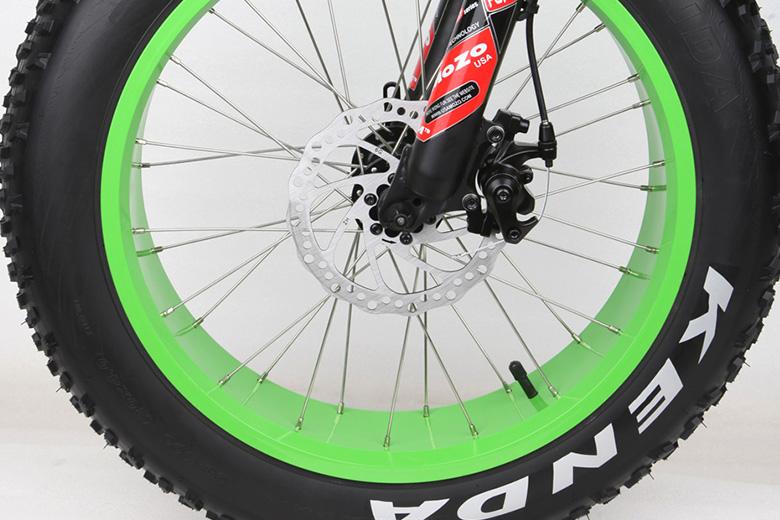 גלגל עבה של קנדה על אופני BIGFOOT
