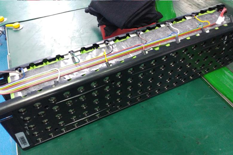 סוללה לאופניים חשמליים בזמן הייצור