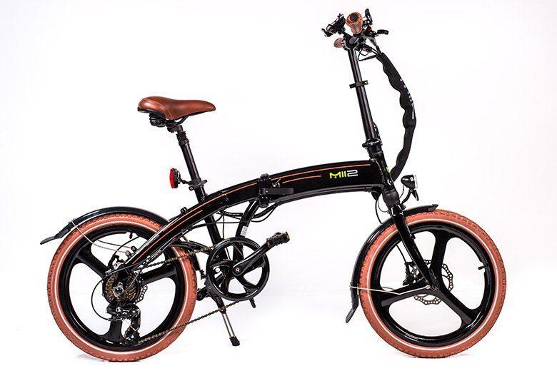 MII2 אופניים חשמליים שחורים מבית סיבוב בעיר