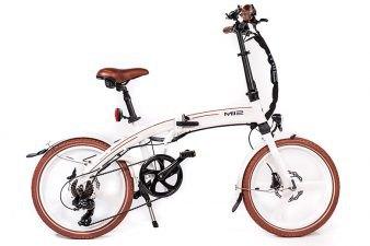 MII2 אופניים חשמליים לבנים מבית סיבוב בעיר