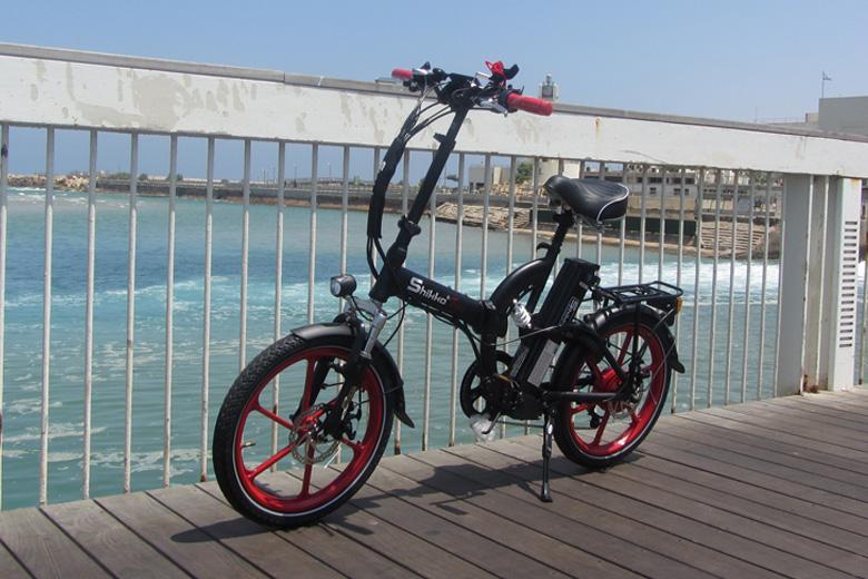 אופניים חשמליים שיקו טייגר על החוף