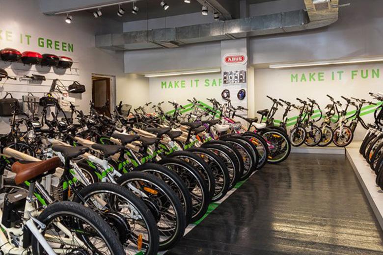 תצוגת אופניים חשמליים בחנות