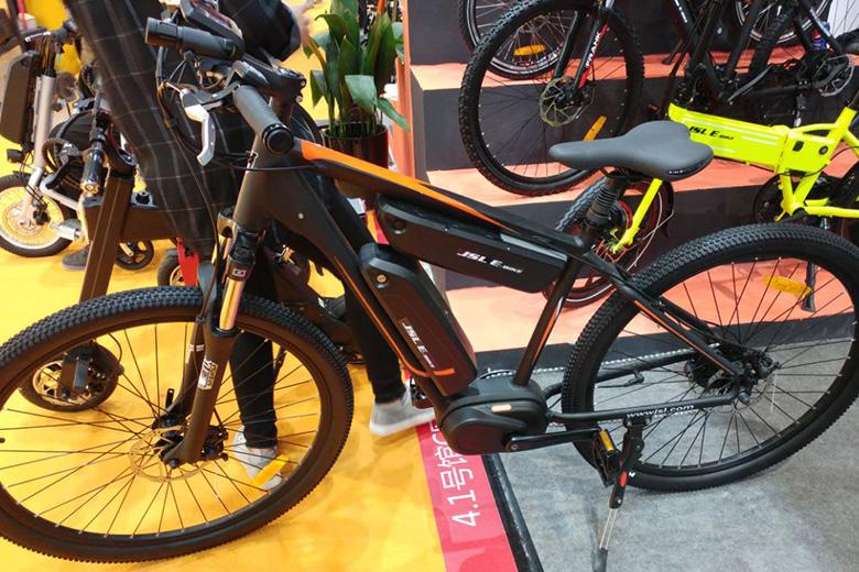אופניים חשמליים מתוך התערוכה בסין