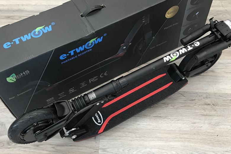 קורקינט חשמלי etWow-Booster-Plus ליד הקופסא