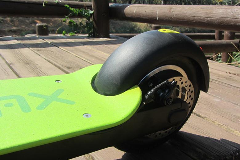 גלגל אחורי של קורקינט חשמלי IMAX מבית מגנום