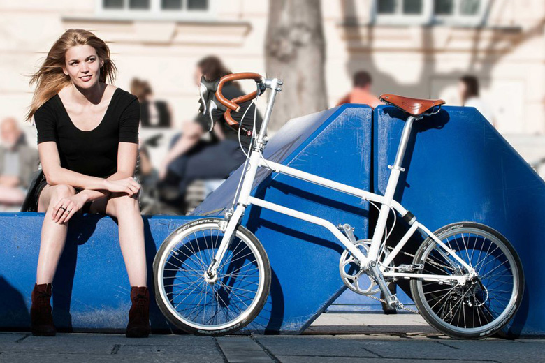 girl-and-velo-bike