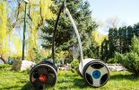 2 דגמי Ninebot-Eplus מונחים לזה ליד זה על המדשאה 4
