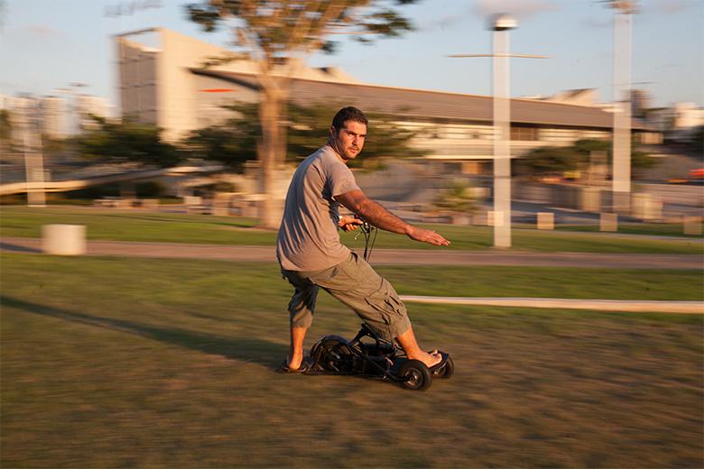 תלת גלשן cruiser על הדשא